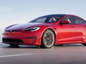Nuovo volante Tesla